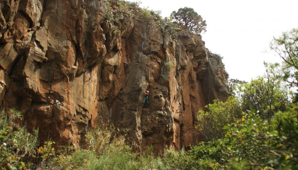 Andrea escalando Cactus Rhythm - 6a+